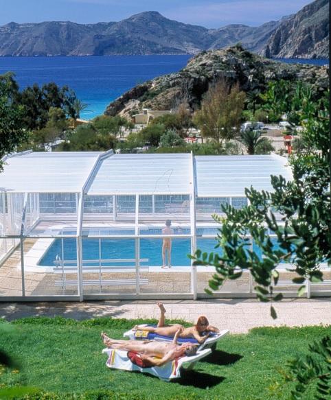 Instalaciones camping naturista el port s bienvenido al for Camping con piscina cubierta